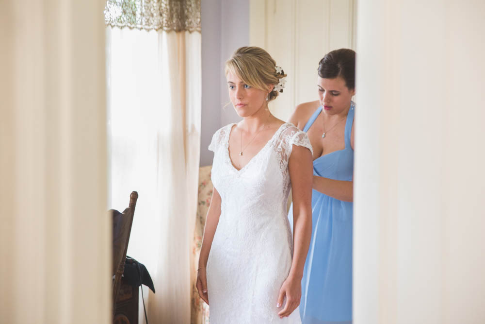 Pittsburgh wedding photographer Lingrow Farm preparation