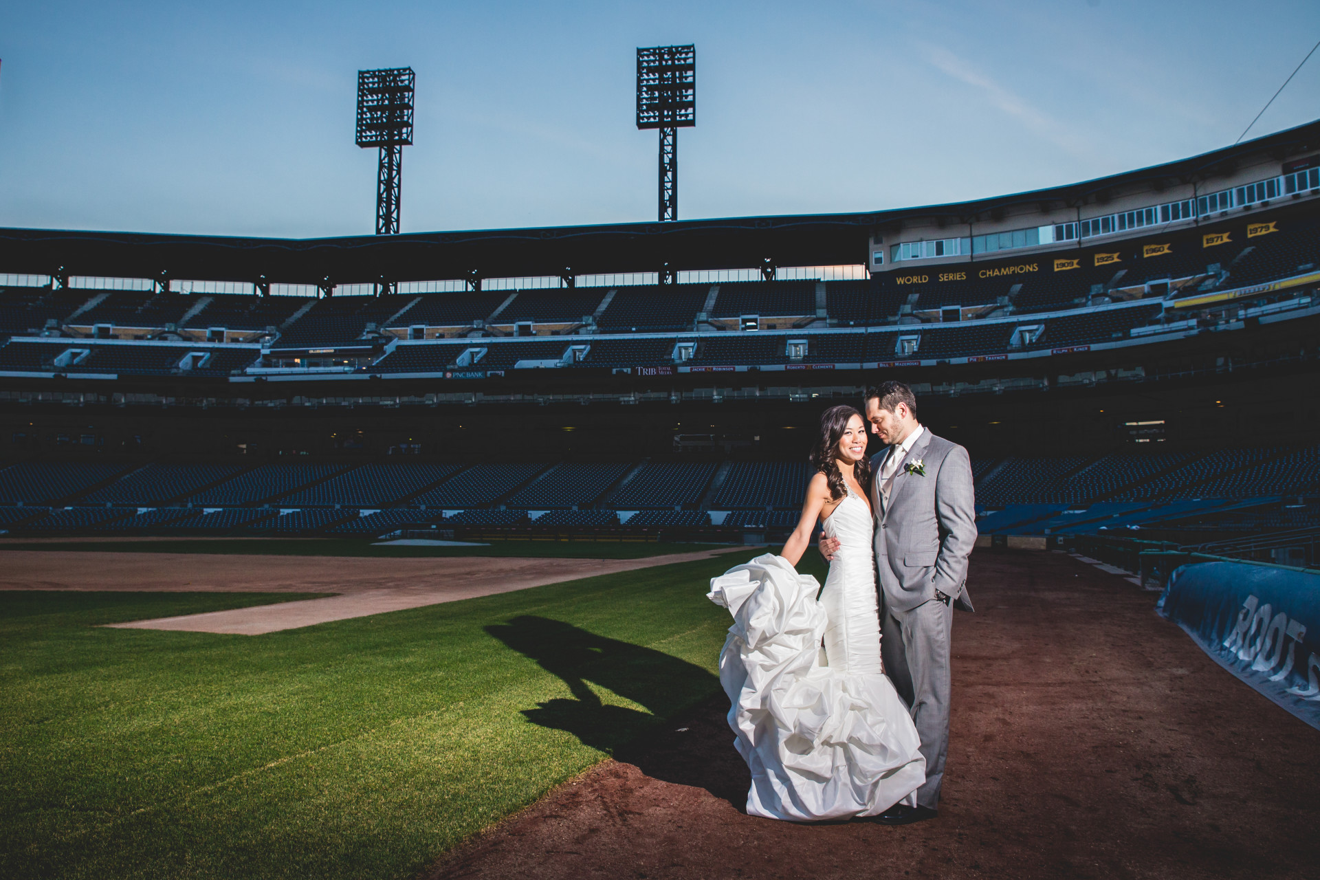 lexus-club-pnc-park-pittsburgh-modern-wedding-photographer-7 (68)